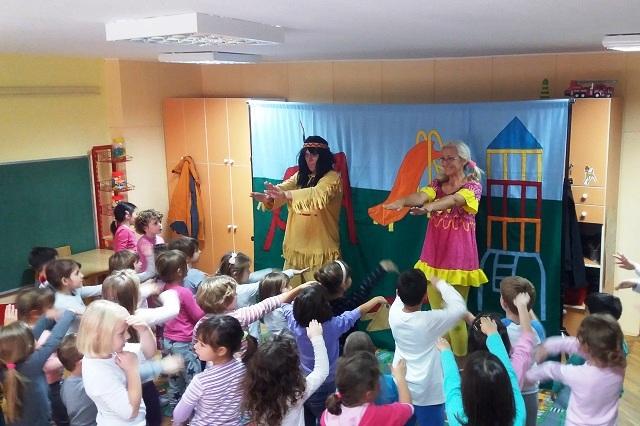 Predstava Igraju Se Deca Sveta